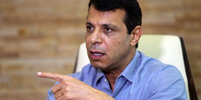 القيادي المفصول من حركة فتح الفلسطينية محمد دحلان يقيم في الإمارات