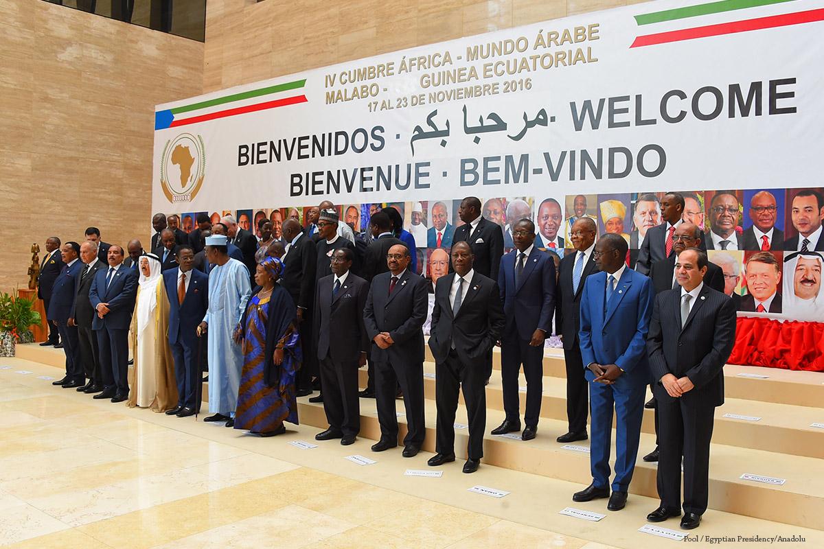 الزعماء يلتقطون صورة قبل الجلسة الافتتاحية للقمة العربية الإفريقية الرابعة في مالابو ، غينيا الاستوائية في 23 نوفمبر 2016