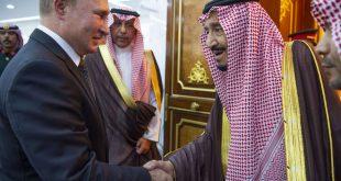 الملك السعودي سلمان خلال استقباله الرئيس الروسي بوتين