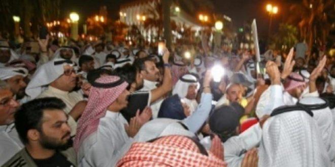 جانب من الوقفة ضد الفساد في الكويت
