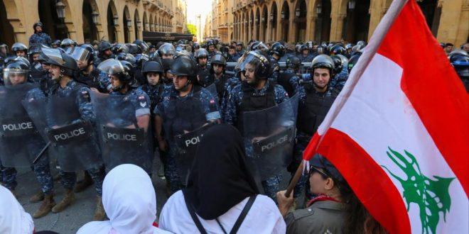 محتجون أمام البرلمان اللبناني