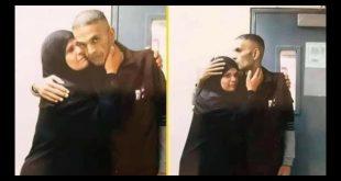 الأسير الفلسطيني الشهيد سامي أبو دياك أثناء وداعه والدته داخل السجن
