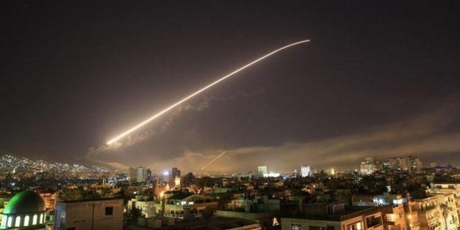تصدي الدفاعات الجوية للنظام السوري لصواريخ معادية