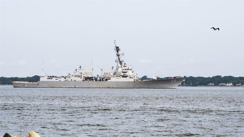 صورة سفينة حربية أمريكية تضبط أسلحة إيرانية في بحر العرب