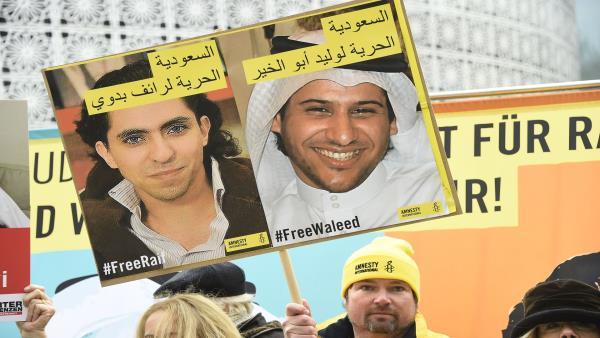 Photo of ناشط سعودي يضرب عن الطعام بعد معاقبته ونقله لسجن شديد الحراسة