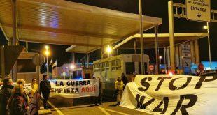 جانب من الوقفة الاحتجاجية ضد نقل الأسلحة إلى اليمن
