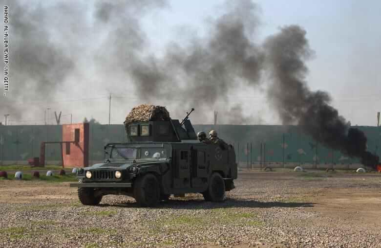 صورة صواريخ تضرب قاعدة عسكرية يستخدمها الجيش الأمريكي في بغداد