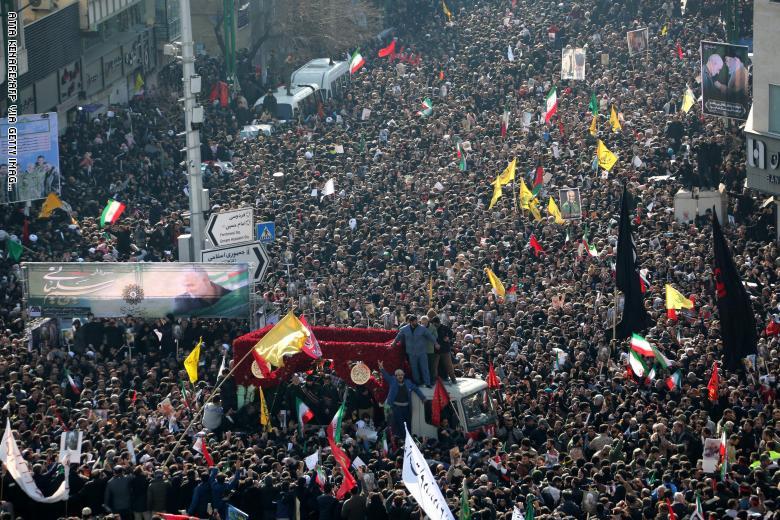 صورة عشرات القتلى خلال جنازة قاسم سليماني في إيران