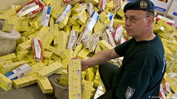 مسؤولو الجمارك في ألمانيا يصادرون ملايين السجائر المهربة كل عام