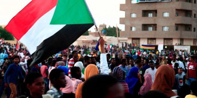 وقفة أمام سفارة الإمارات في السودان رفضًا لاستدراج سودانيين للقتال في ليبيا واليمن