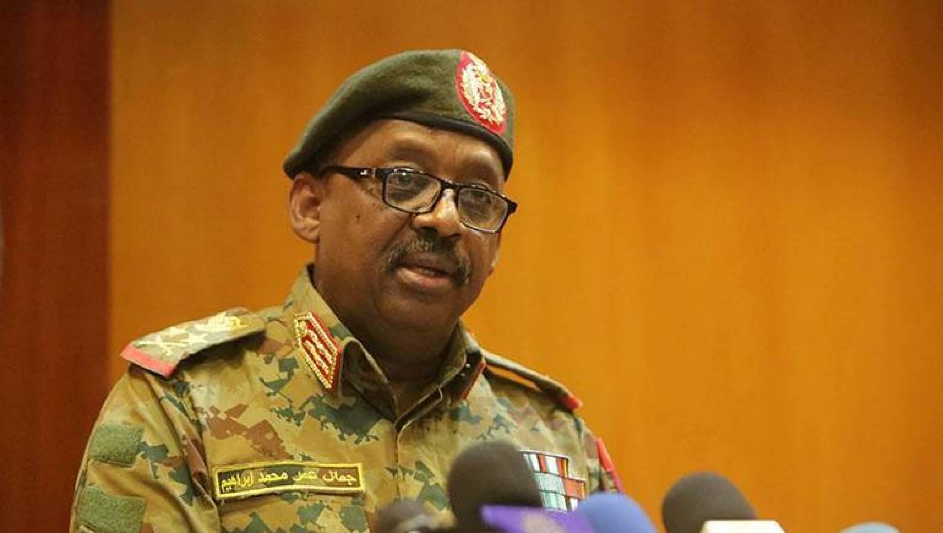 صورة وفاة وزير الدفاع السوداني بنوبة قلبية مفاجئة
