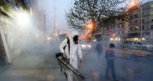 تعقيم شوارع في إيران لمكافحة فيروس كورونا
