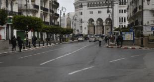 شوارع الجزائر فارغة بعد حظر المسير في الشوارع بسبب فيروس كورونا