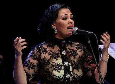 """Photo of فيديو: المطربة المصرية مروة ناجي تطرح الأغنية الدينية """"أنا المكسورة"""""""