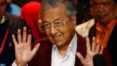 صورة مرشح جديد لمنصب رئيس وزراء ماليزيا يحظى بدعم مهاتير محمد
