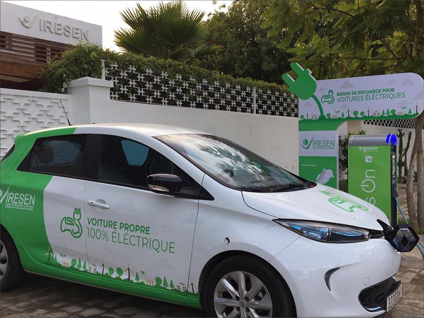 تُعَّدُ البطاريات من العناصر المهمة للسيارات الكهربائية في المناخات شديدة الحرارة