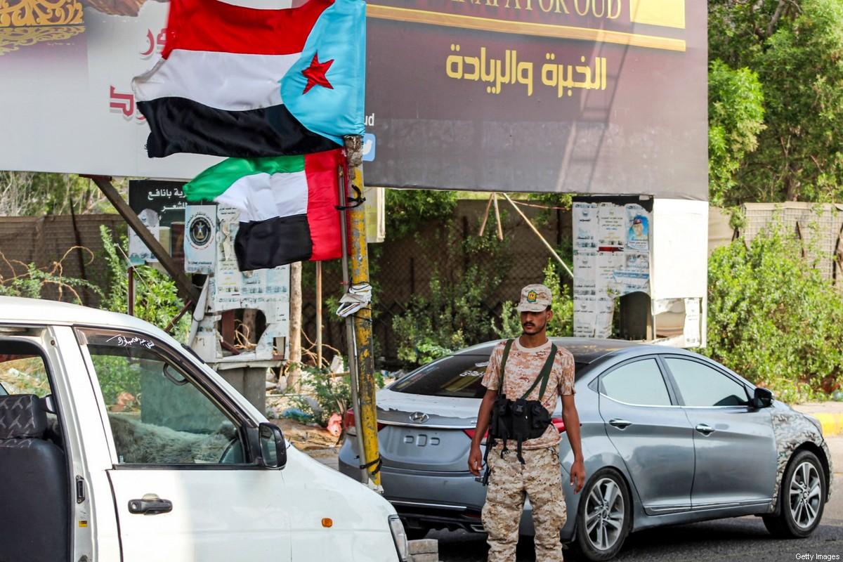Photo of مدعومون من الإمارات.. الانفصاليون في جنوب اليمن يستولون على قافلة تحمل مليارات الريالات