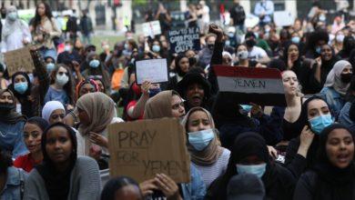 صورة مظاهرة في لندن لرفض الحرب باليمن