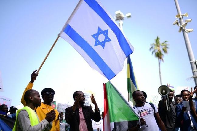يُشار إلى أن إسرائيل والسودان لا تتمتعان بعلاقات دبلوماسية.