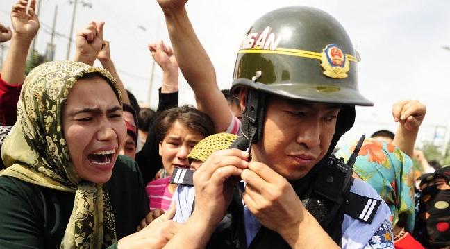يتم الفصل بين الأطفال الإيغور وعائلاتهم