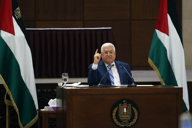 """عباس: الاتفاق الإماراتي الإسرائيلي """"طعنة"""" وربطه بوقف الضم """"كذب وخداع"""""""