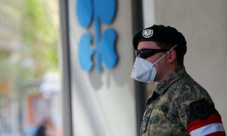 تراجع النفط مع استعداد أوبك + لزيادة الإنتاج