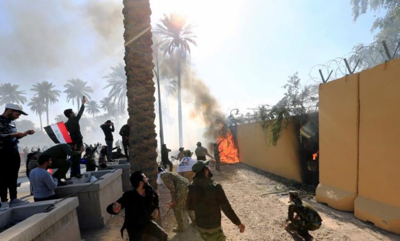 تهديد واشنطن بإجلاء دبلوماسييها من العراق يثير مخاوفًا من اندلاع حرب