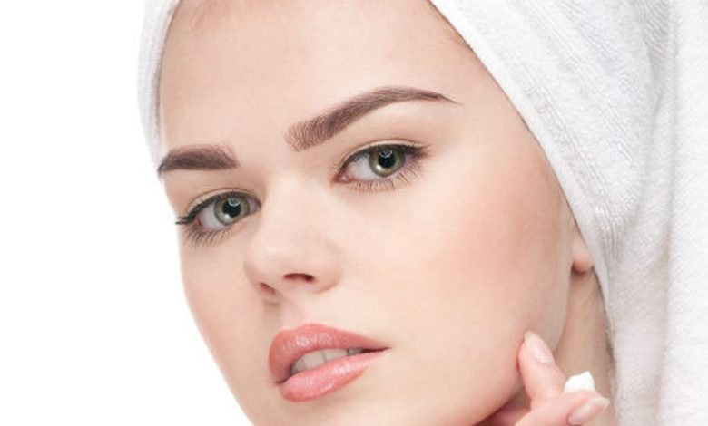 أسباب حساسية الوجه بعد الشمع وطرق علاجها