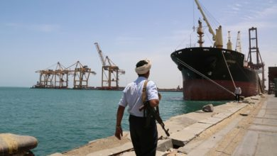 صورة الحوثيون يرفضون دخول المشتقات النفطية إلى الحديدة
