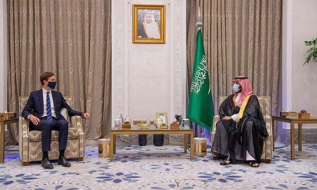"""""""الغارديان"""": السعودية تحث العرب على التطبيع .. وهذا ما قالته للرئيس الفلسطيني"""