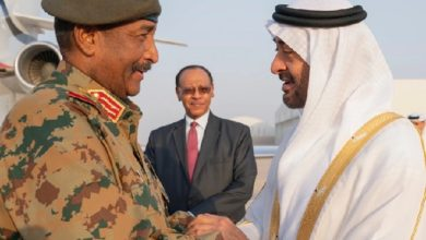 صورة عشية موجة التطبيع .. مسؤول سوداني يصل الإمارات