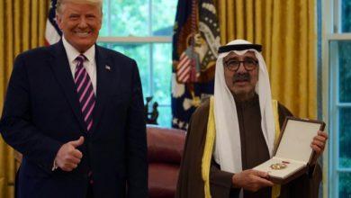 صورة وسام الاستحقاق الأمريكي لأمير الكويت وترامب يضغط باتجاه اتفاق مع إسرائيل