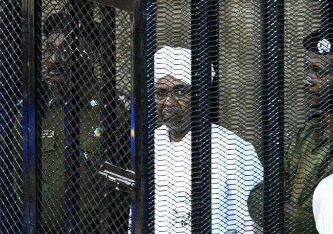 جلسة محاكمة جديدة للرئيس المعزول بتهمة الانقلاب في السودان عام 1989