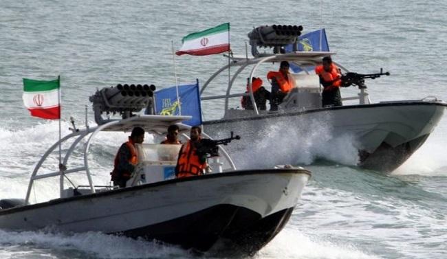 مناورات إيرانية على مساحة مليوني كيلومتر مربع في محيط مضيق هرمز