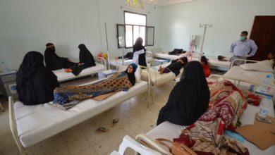 صورة اتهامات متبادلة حول المسؤولية عن نقص الأدوية في اليمن