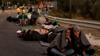آلاف اللاجئين أقاموا في الغابات والشواطئ بعد حريق المخيم