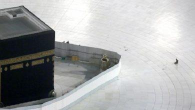 صورة منع الوصول إلى الكعبة والحجر الأسود في الحرم المكي بسبب كورونا