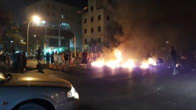 صورة حرق مقر حكومي مع تصاعد الاحتجاجات في بنغازي