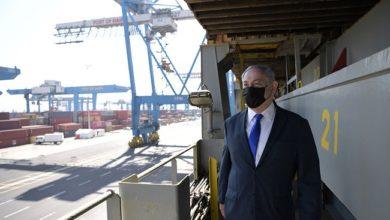 نتنياهو يستقبل سفينة شحن قادمة من الإمارات ويعلن عن وصول غسالات رخيصة الثمن
