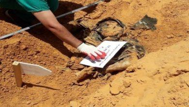 صورة بدء محاكمة حفتر في أمريكا قريباً.. واكتشاف مقابر جماعية خلفها وراءه في ترهونة