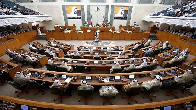 مجلس الأمة يعقد جلسات خاصة.. والحكومة تنظر في مرسوم فض الانعقاد