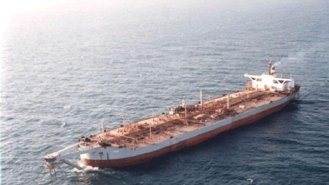 ناقلة صافر النفطية تشكل تهديداً بيئياً وصحياً ويمنع الحوثيون الأمم المتحدة من الوصول إليها