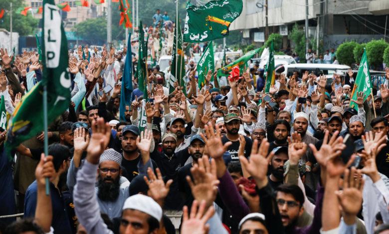تظاهرة في باكستان استنكارًا لنشر رسوم مسيئة للنبي محمد في فرنسا