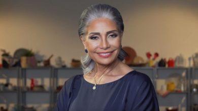 صورة سوسن بدر تعتزّ بشعرها الأبيض وتقول إن للتجاعيد تفاصيل مهمة في حياتها