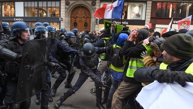 انتقادات حقوقية لانتهاكات السلطات الفرنسية ضد المظاهرات السلمية وإساءة استغلال القانون