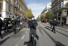صورة فرنسا: 3 قتلى طعنًا في هجوم بمدينة نيس وإصابة المنفذ