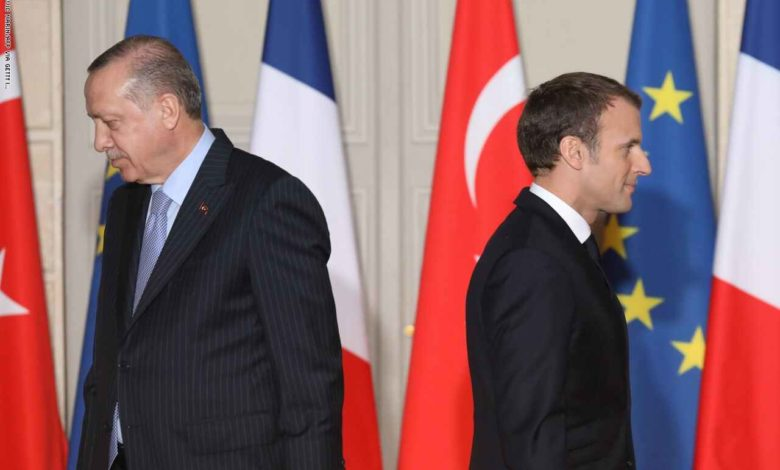 على خلفية الإساءة للإسلام.. أردوغان: ماكرون بحاجة لاختبار عقلي.. وباريس تستدعي سفيرها