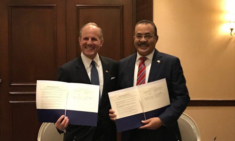 جانب من توقيع البحرين والولايات المتحدة اتفاقية مكافحة معاداة السامية