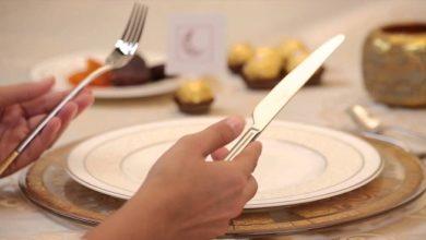 صورة قواعد الإتيكيت على مائدة الطعام