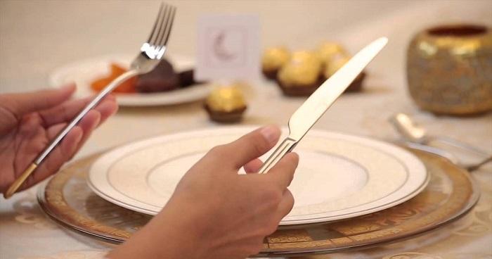 قواعد الإتيكيت على مائدة الطعام
